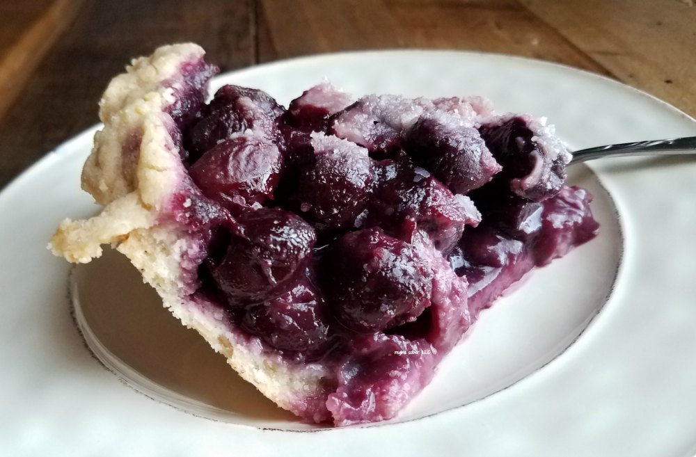 Sweet, delicious and oh so good, Cherry Crumb Pie. -eattravellife.com