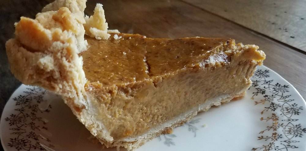 Delicious pumpkin pie recipe. Eat your veggies with this pumpkin pie. Pumpkin is a vegetable, so it must be good for you! justmegina.com