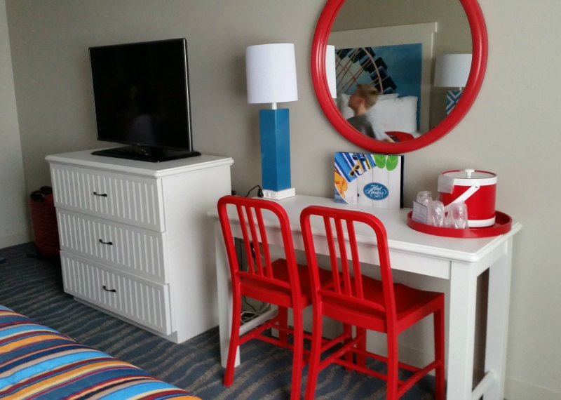 Check out the newly renovated Hotel Breakers, located just foot steps away from the Cedar Point Amusement Park. The perfect family vacation getaway. - eattravellife.com