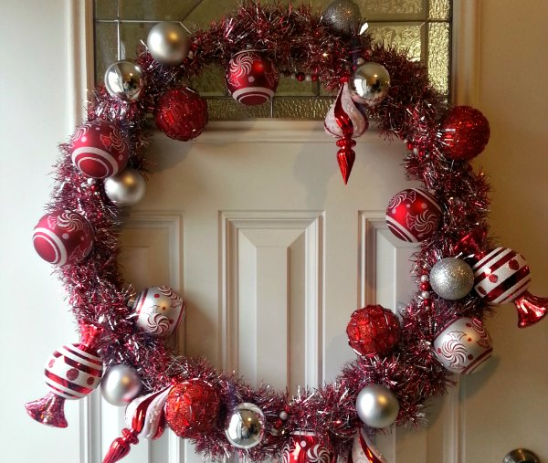 Make your neighbors envious with this beautiful Christmas wreath. Perfect for the centerpiece of your door. You'll want one for every door!