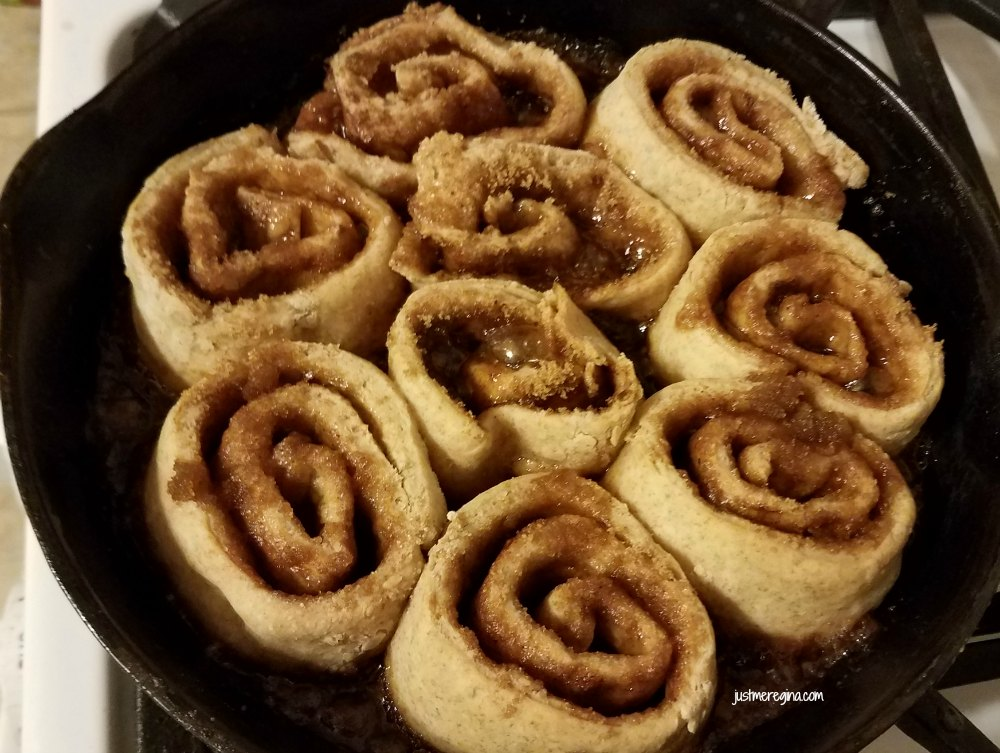 Make delicious cinnamon rolls in your cast iron pan. Cast Iron cinnamon rolls like grandma used to make. - eattravellife.com