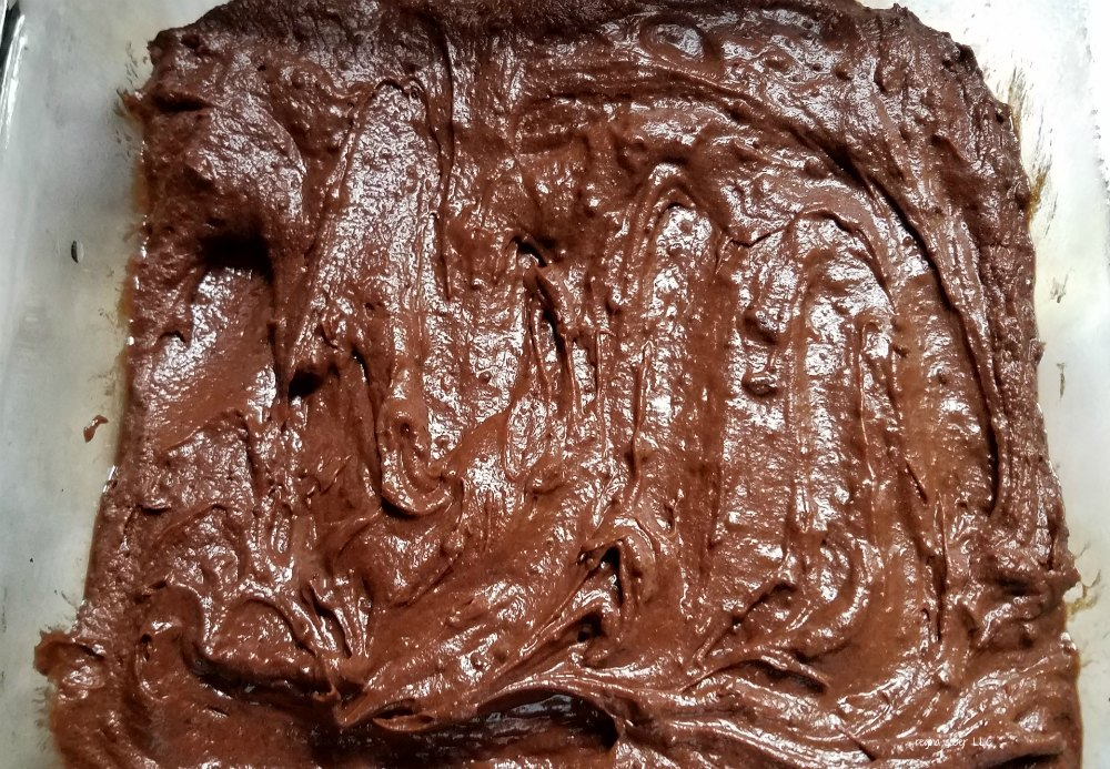 Who wouldn't love graveyard brownies? Make them spooktacular with this Halloween twist. Make your brownies into an edible graveyard. - eattravellife.com