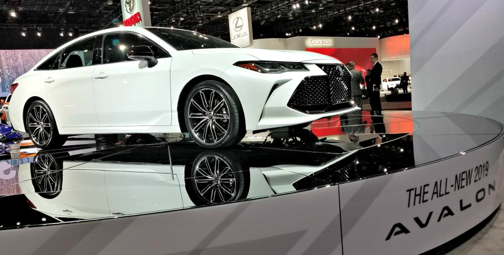 Considering going to the fabulous Detroit Auto Show? Check out my tips you need to know before you go and while you are there. #ad -eattravellife.com