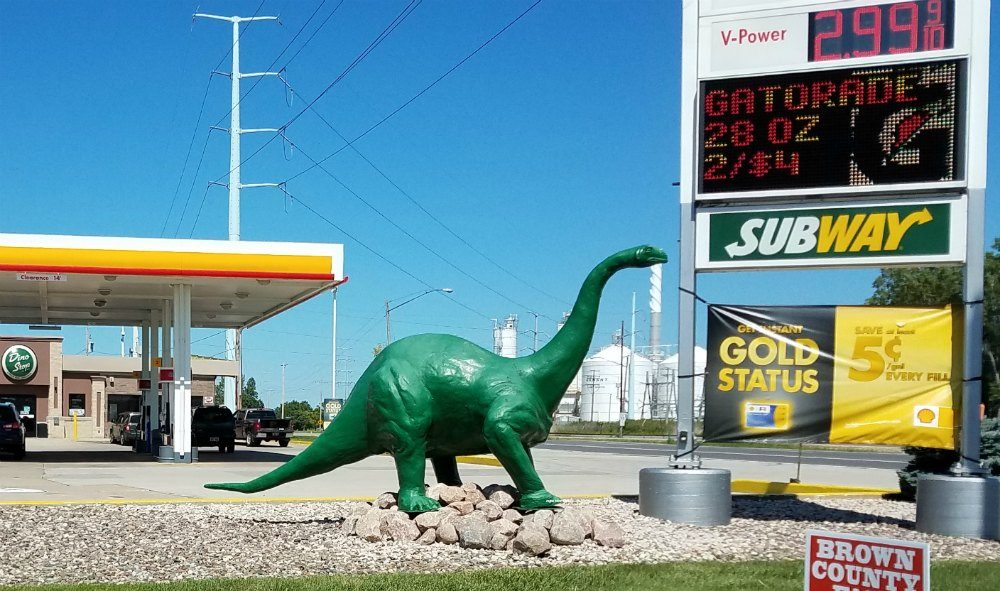 When traveling in cheese head country, you need to stop and check out their roadside attractions. Check out these cool Green Bay roadside attractions in Wisconsin. Lots of football attractions to see. - eattravellife.com
