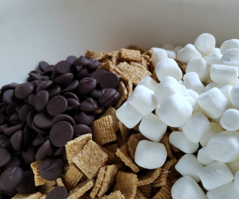 Perfect for the kid on the go, enjoy this S'mores recipe. Having a smores snack that is portable, and tastes like a smore is like camping memories in a bag.