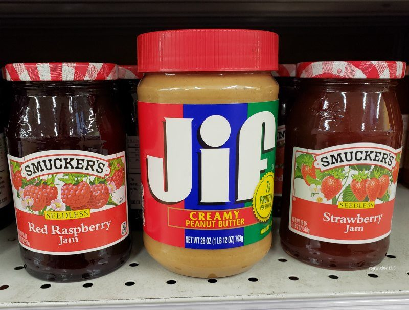 Having problems making lunch for your picky eaters? Check out how you can make peanut butter & jelly kabob fun that you kids will love thanks to Jif and Smuckers.