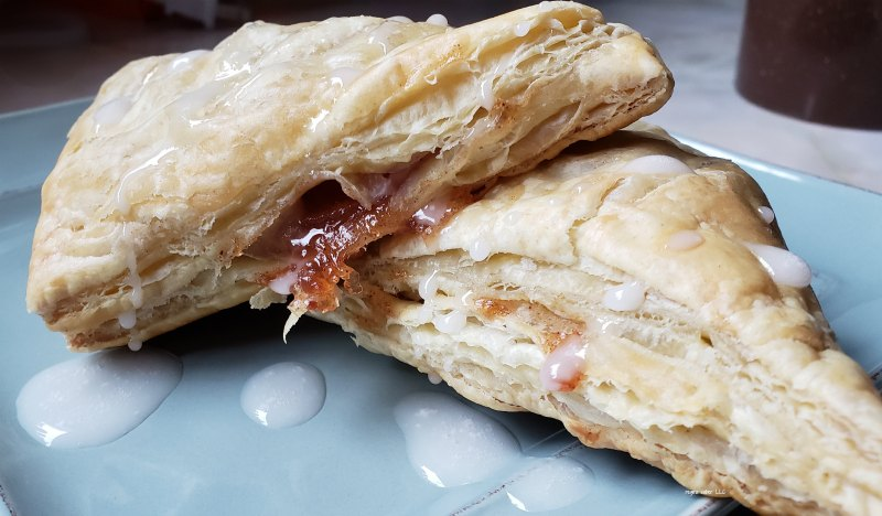 Need a dessert, short on time? You need this easy apple turnovers recipe. Light, crisp and sweet. A delight to eat. Simple to make and a time saver recipe.