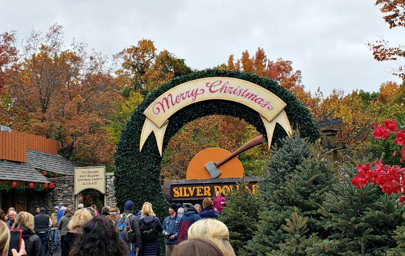 Have you experienced an old fashioned Christmas? Check out what you can expect to experience an Old Time Christmas in Branson Missouri's Silver Dollar City.