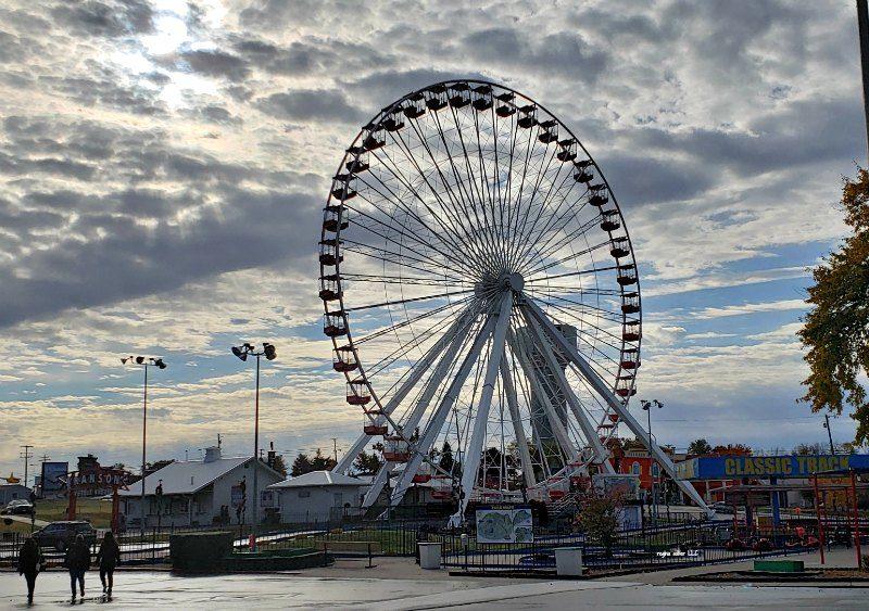 Branson Ferris Wheel in the morning