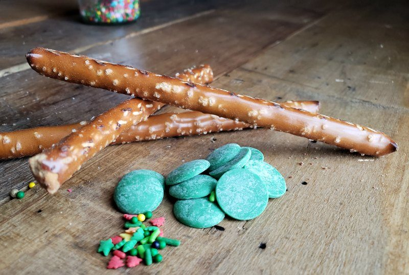 Christmas pretzel snack