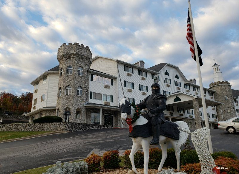 Ever wanted to stay in a castle? Check out what it's like for families and groups to stay at Stone Castle Hotel & Conference Center in Branson Missouri.