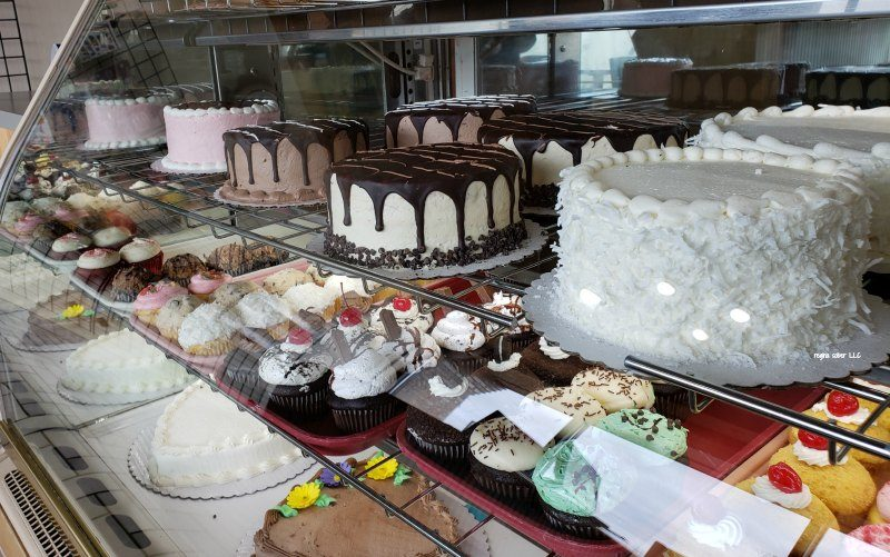 bake n cakes central cake display lansing michigan