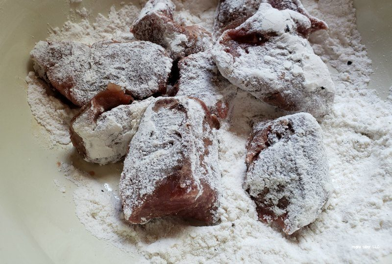 Stewed meat floured